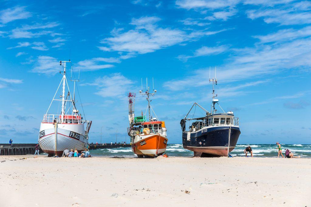 Fiskebåtar på stranden