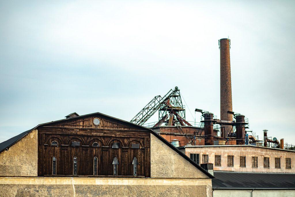 Skyline över taken på gamla bruket i Hälleforsnäs