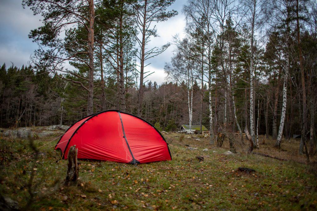 Fuktigt tält på morgonen