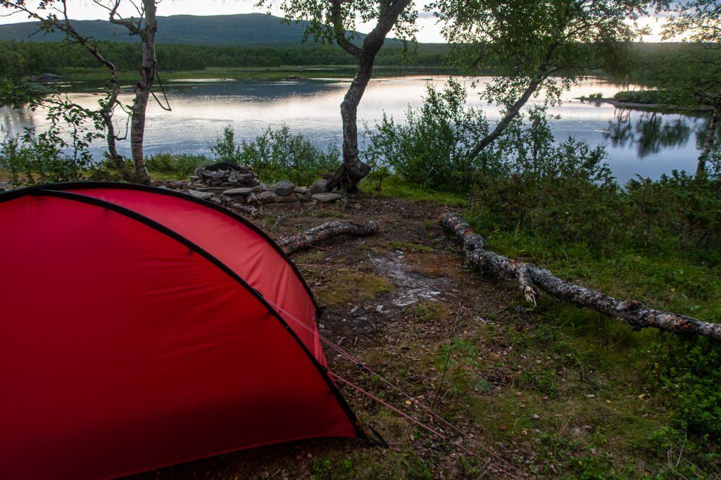 Härlig tältplats norr om Vounatjviken