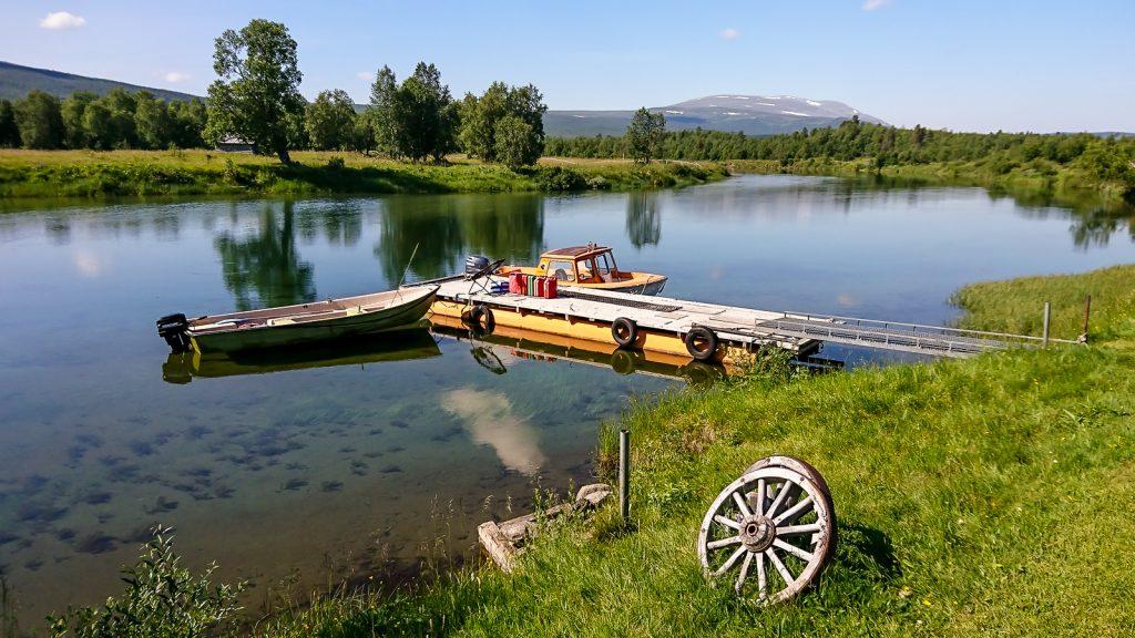 Båten från Bäverholmen väntar