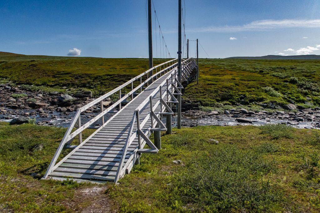 Broar längs Kungsleden underlättar vandringen