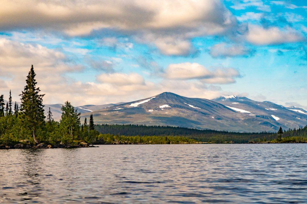 Sjön Stuor Dáhtá i Laponia