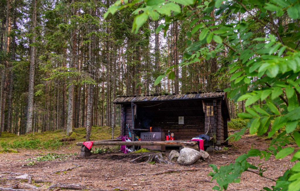 Vindskydd vid rastplats Södra Holmsjön