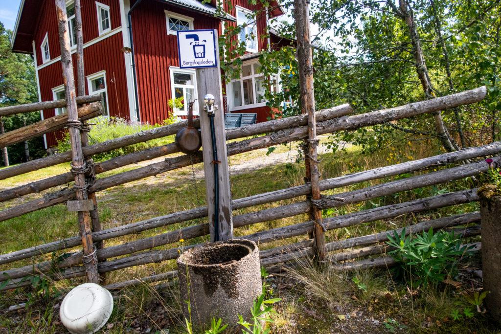 Kran för färskvatten för vandrare längs Bergslagsleden