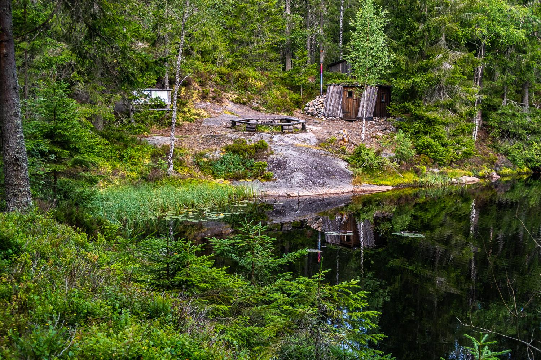 Rastplats vid Klosstjärn i Kindla naturreservat