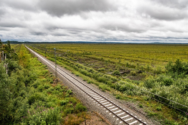 Järnvägen går igenom Store Mosse nationalpark