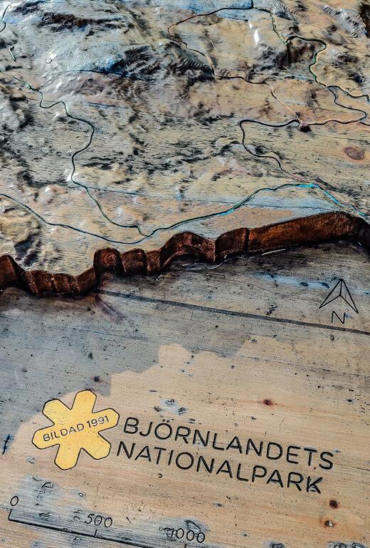 Karta över Björnlandets nationalpark i trä